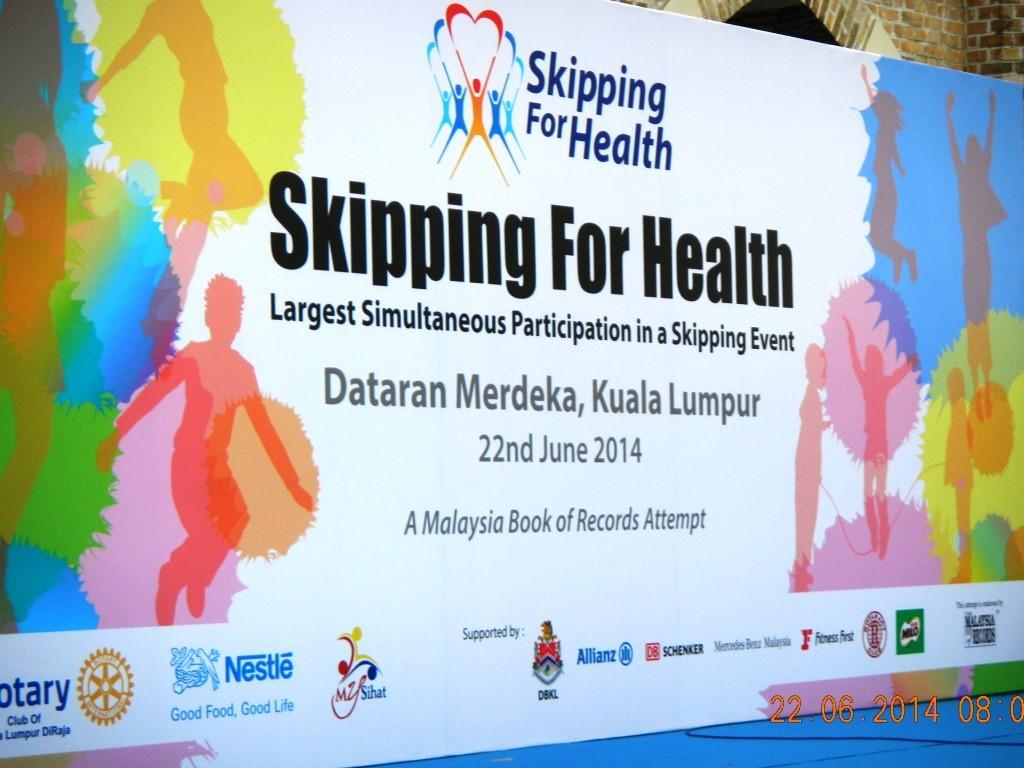 Club of KL DiRaja purchased and distributed 100,000 skipping ropes all