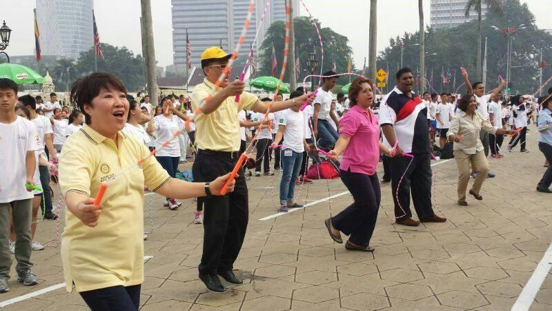 Central the event saw the participation of 7800 participants skipping in