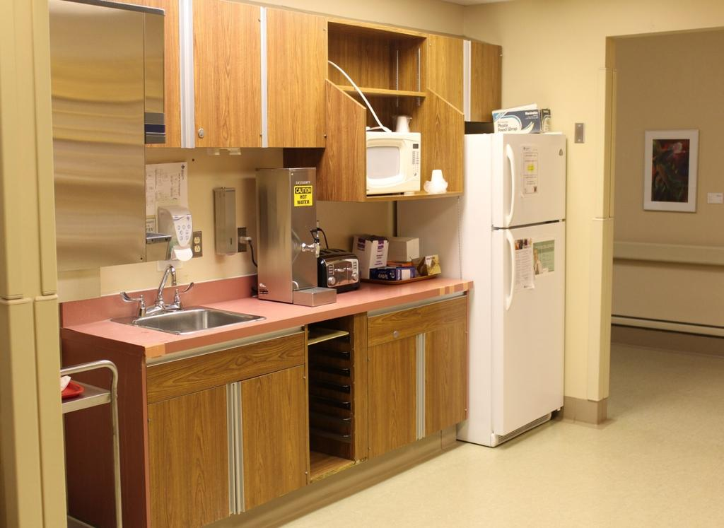 Kitchenette For use by Labour and Delivery patients and Postpartum patients Kitchenette is available for patient use and is supplied with