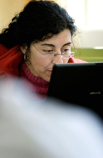 Example 3: Morrocco Program: NAFIDA lowers price for notebook plus broadband for teachers Partners: Government, 3