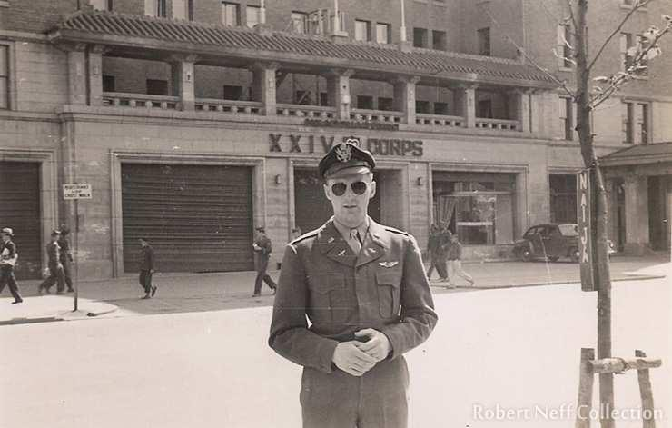 14 Prologue ty Fig. xx A US flier in front of the headquarters of the 24th Corps at the Naija hotel in Seoul. The date of the picture is unknown. It was published in the Korea Times of 25 April 2018.