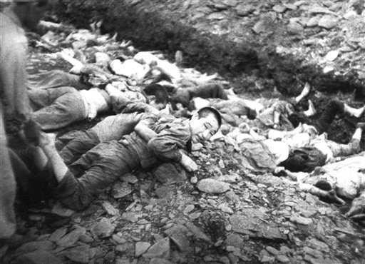 Chronology 387 Fig. 6.17 Mass execution of Bodo League members (July 1950). These photographs were taken in July 1950 by Major Abbott of the US Army and for a long time were classified as top secret.
