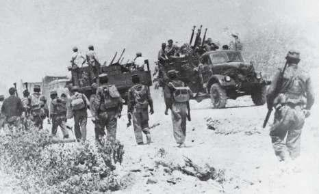 22 Castro s forces clogging up a road leading to Girón.