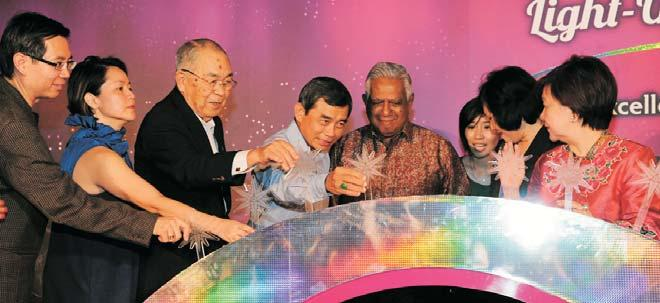 It was the 20th anniversary of the Hitachi Group s sponsorship of the Orchard Road Christmas Light-up. 2010 was also the 100th anniversary of the Hitachi Group.
