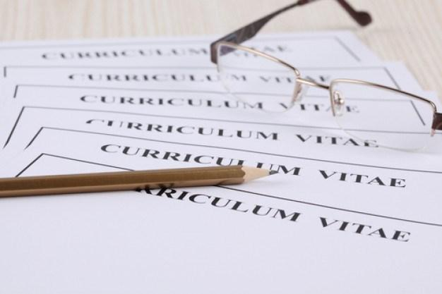 Résumé VS. Curriculum Vitae Students often wonder what the difference is between a résumé and a Curriculum Vitae (CV).
