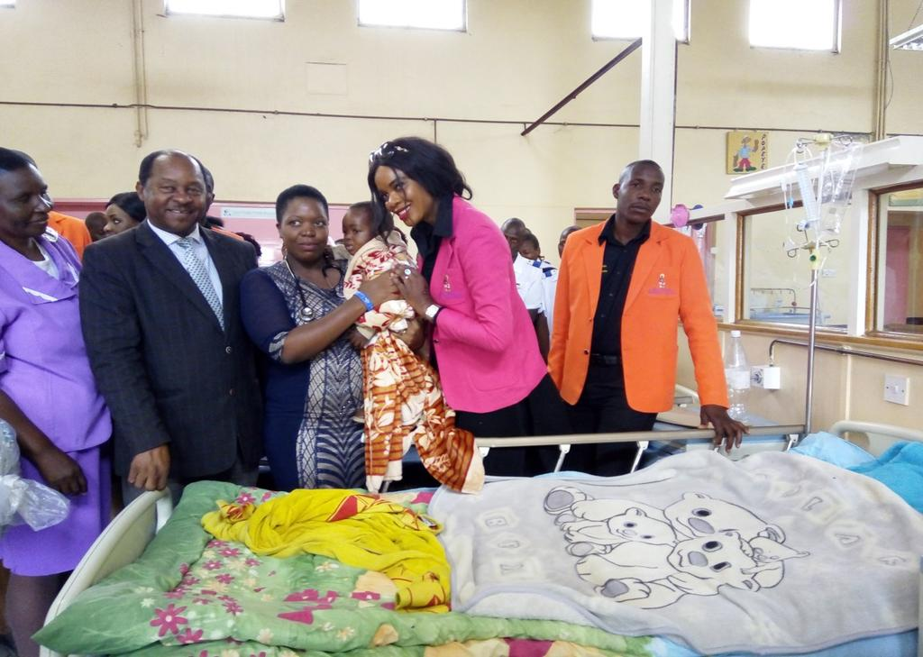 VOL 14 ISSUE 7 VP CHIWENGA S WIFE BRINGS COMFORT, HOPE TO CCH By Melody Musindipa-Pr intern Media & Society Studies-MSU Mrs Mary Chiwenga, wife to Vice President of Zimbabwe, Cde Constantine Dominic
