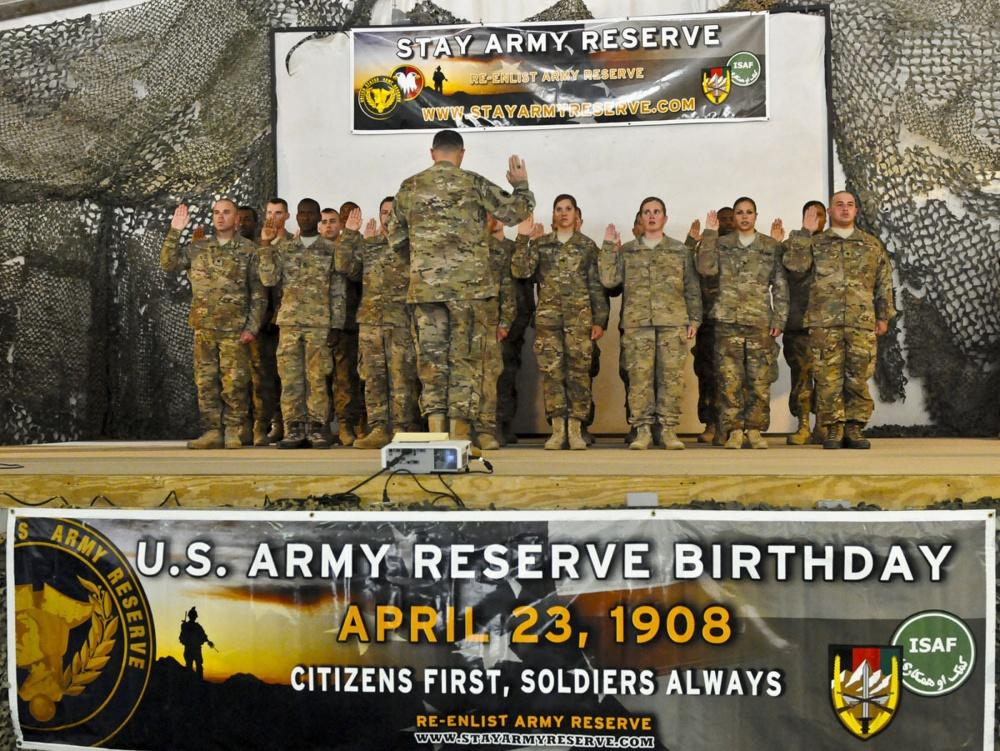 Senior NCOs contemplate dedication through traditionally arduous duty as Army Reserve celebrates 109th Birthday By Gary L. Qualls, Jr. NCOIC, NCO Journal U.S. Army Lt. Gen. Curtis M.