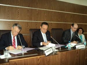 The University of Texas MD Anderson Cancer Center and Hacettepe University in Ankara, Turkey signed a Sister Institution Agreement on June 25,2012.