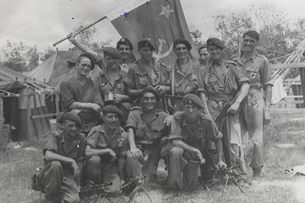 Marines of S troop 42 Commando Royal Marines at Ipoh, Perak, Malaya, c1952 ROYAL MARINES The Malayan Emergency 1950-1952 by Captain Derek Oakley MBE RM In July 1949, Communist China threatened the